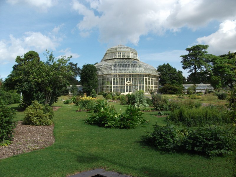 One end of the Curvilinear Glasshouse
