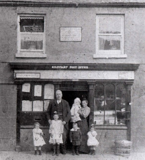 1907 Molony Family at Post office